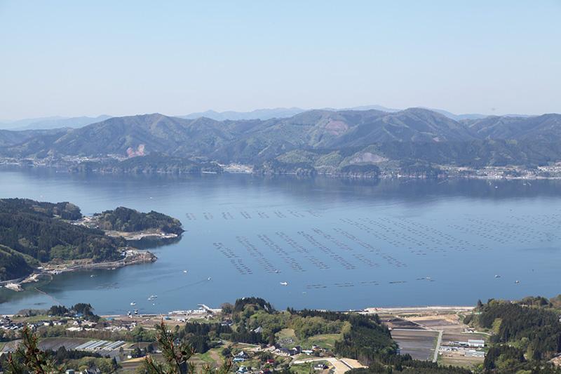 箱根山から広田湾を望む